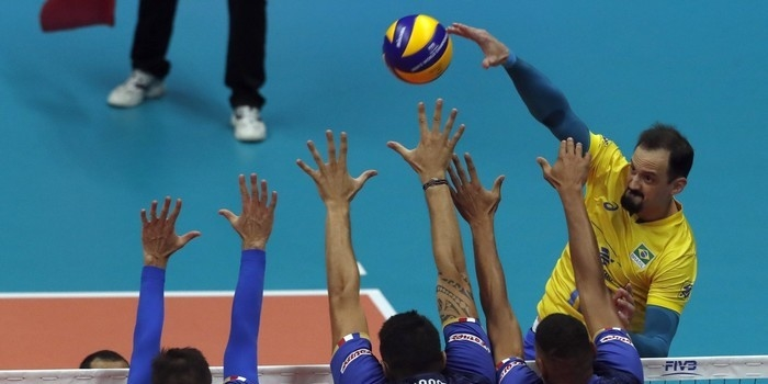 Após dois sets impecáveis, Brasil bate time da poderosa França