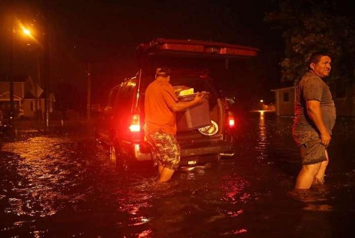 Tempestade começou a atingir os EUA na madrugada desta sexta (Crédito:  Somodevilla / Getty Images/AFP)