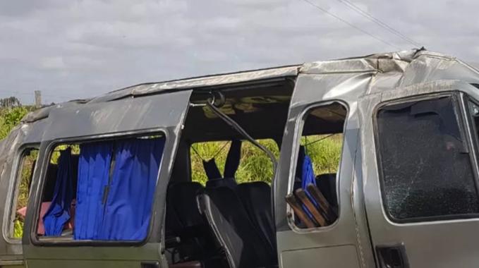 Acidente envolvendo van e caminhão deixa 8 feridos na BR-316