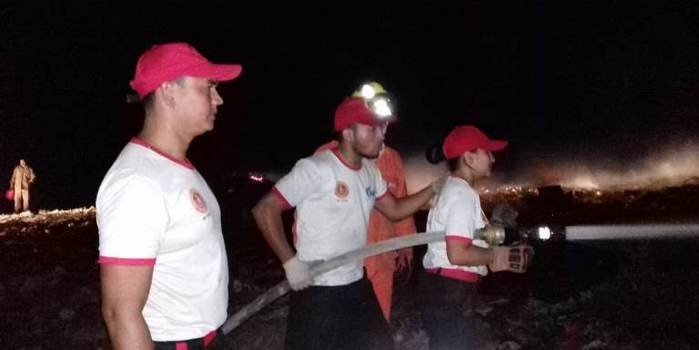 Município adota medidas para apagar incêndio no lixão na Aroeira