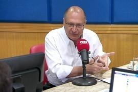 Alckmin diz que estados têm coligações 'estapafúrdias'