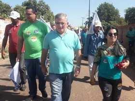 Prefeito Paulo Henrique participa de caminhada