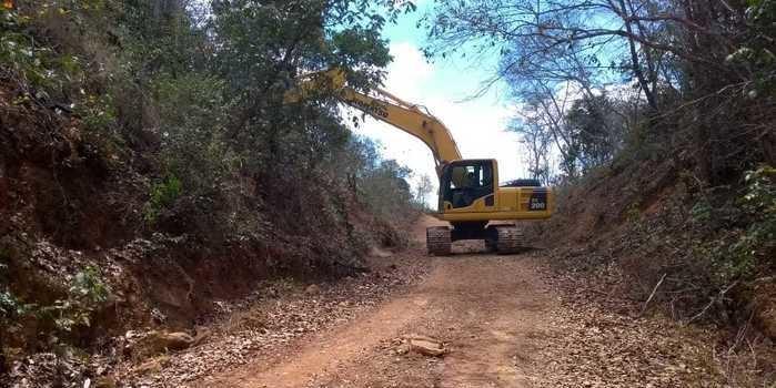 Prefeitura de Palmeirais recupera ladeira da Serra da Solta