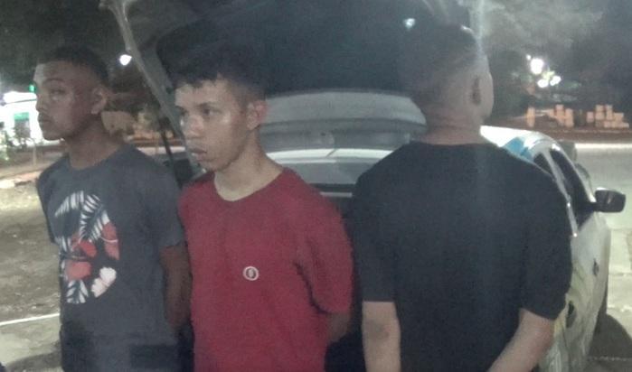 Trio foi preso após assalto (Crédito: Reprodução/TVMN)