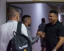 Sob olhares de Ronaldo, Valladolid vence a primeira
