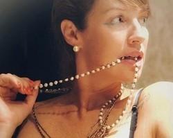 Pedro Scooby posta clique sexy de Luana Piovani só de lingerie