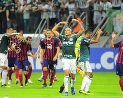 """Palmeiras tentará desqualificar a """"agressão"""" de Felipe Melo"""