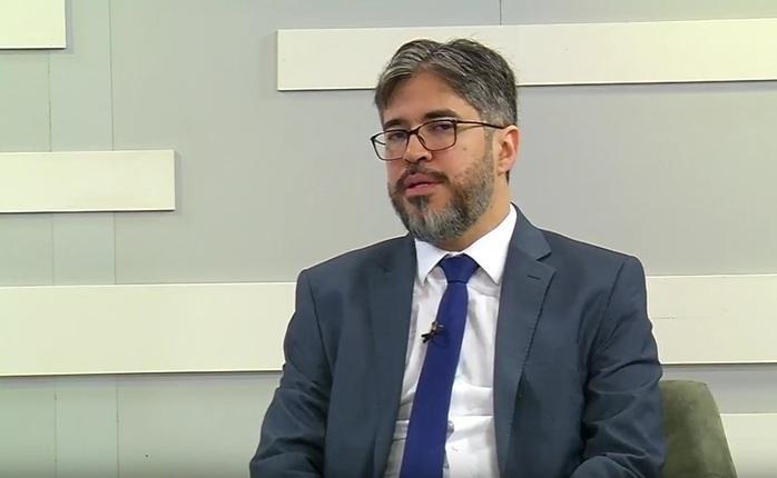 Secretário de Educação Helder Jacobina (Crédito: Reprodução/TVMN)
