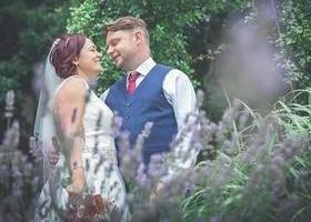 Noiva encontra marido morto horas depois do casamento