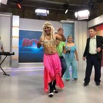 Chupetinha se veste de dançarina do É o Tchan no Ronda do Povão