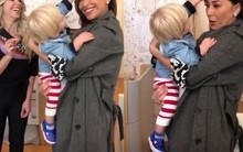 Filho de Karina Bacchi tenta arrancar pinta de Sabrina Sato