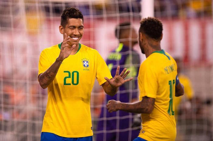 Firmino e Neymar (Crédito: Pedro Martins/MoWA Press)