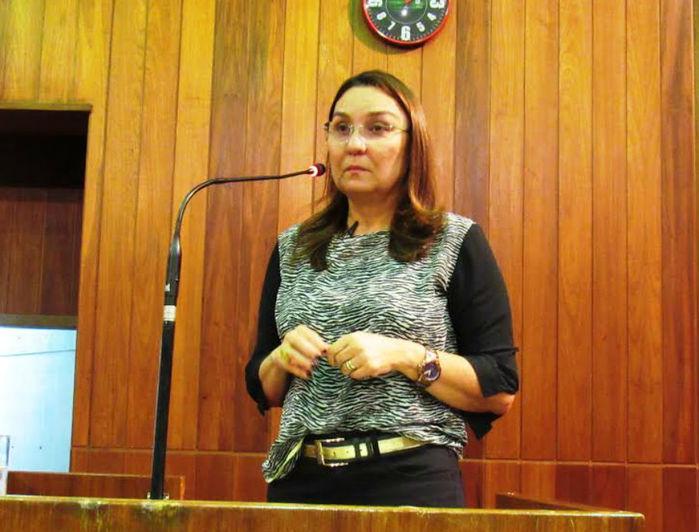 Flora Izabel garante que vai votar em Themístocles Filho