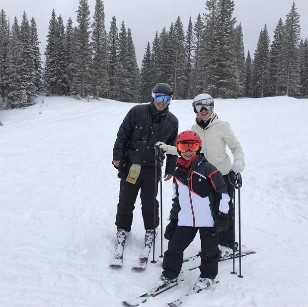 Eliana curte férias  com o noivo e o filho em Aspen: 'Família feliz'