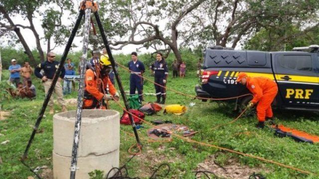 Mulher cai em poço de 20 metros e é resgata por bombeiros
