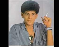 10 anos após sua morte , Adelino Nascimento continua o cantor apaixonado do povão