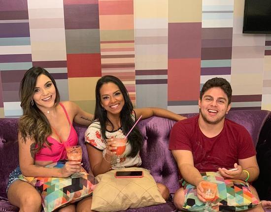Eu Nunca com Stefhania Fernandes, Francílio Rodrigues e Milena Pâmela
