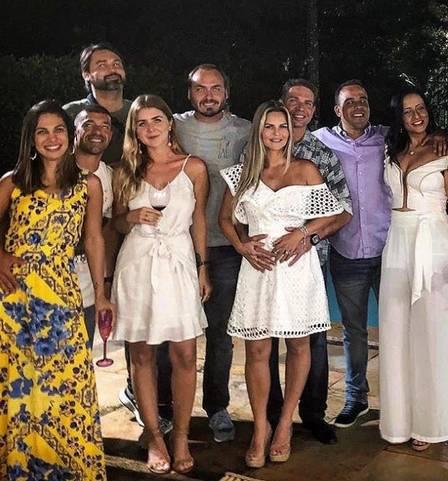 Conheça a namorada secreta de Carlos Bolsonaro, que mora em Santa Catarina  - Imagem 3