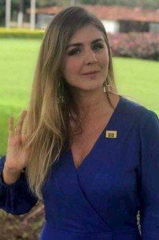 Conheça a namorada secreta de Carlos Bolsonaro, que mora em Santa Catarina  - Imagem 1