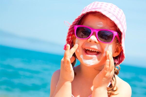 Verão requer cuidados com a pele das crianças