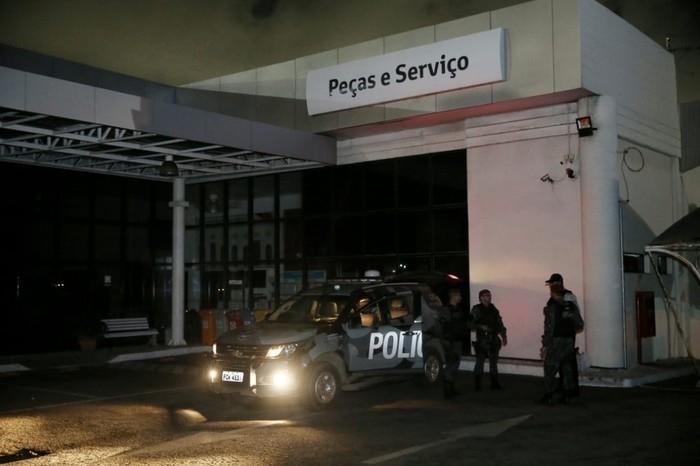 Concessionária teve carros incendiados no Mucuripe  (Crédito: Camila Lima/ Diário do Nordeste)