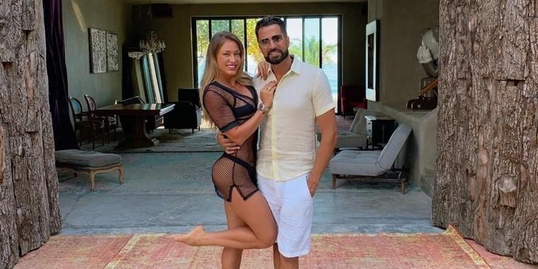 Depois de reatar noivado, Latino e Jéssica Rodrigues curtem férias