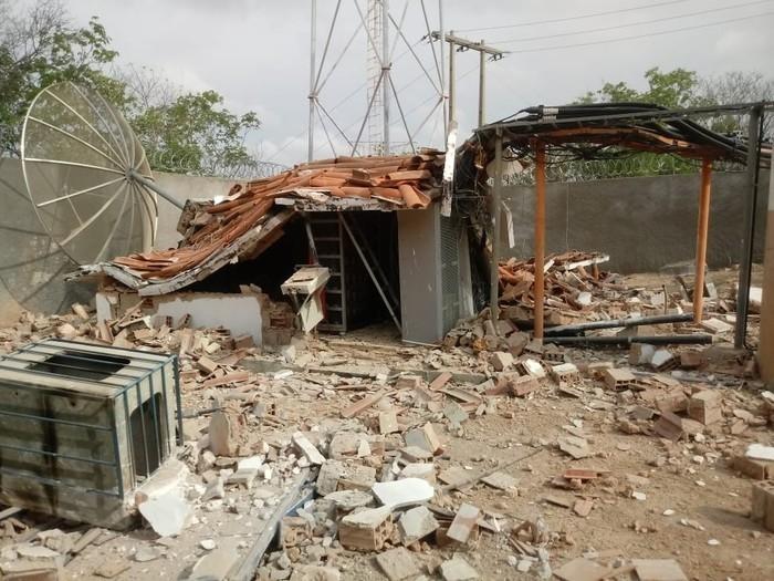 Base de telefonia foi explodida na cidade de Limoeiro do Norte, interior do Ceará (Crédito: Reprodução/ Sistema Verdes Mares )