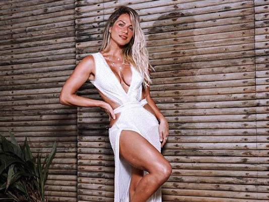 Celebridades exibem looks glamourosos de marcas brasileiras
