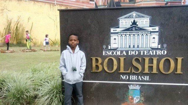 Brasileiro de 9 anos vai estudar balé no Bolshoi graças a vaquinha online