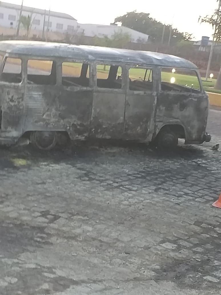 Carro pega fogo ao abastecer em posto de combustível no Piauí - Imagem 2