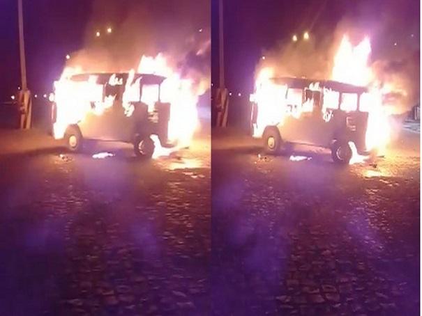 Carro pega fogo ao abastecer em posto de combustível no Piauí - Imagem 1