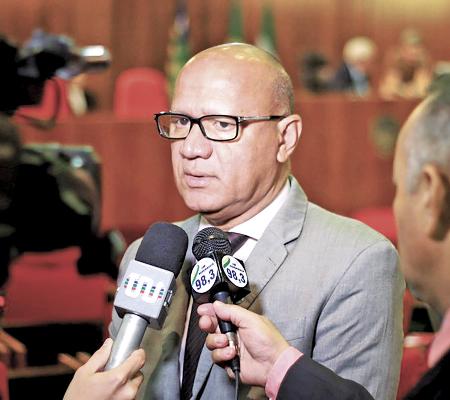 Franzé resiste à retirada de sua pré-candidatura à PMT