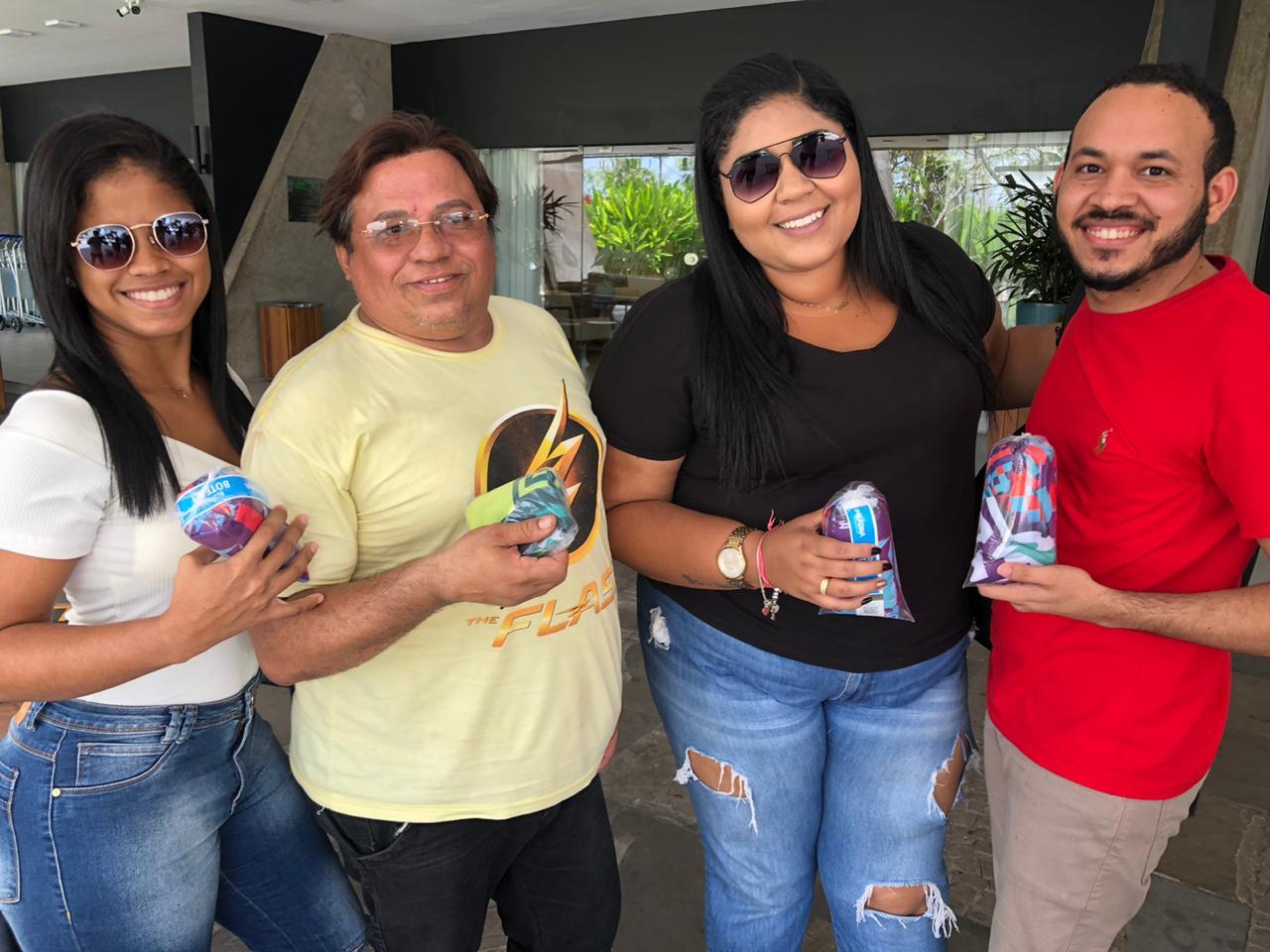 Paula Nascimento, Evaldo Alexandre, Carla Emília e Lucas Silva foram buscar o passaporte para a folia. Crédito: Lucrécio Arrais.