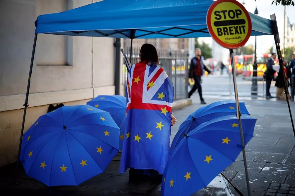 Manifestante contra o Brexit se manifesta em Londres — Foto: Tolga Akmen/AFP