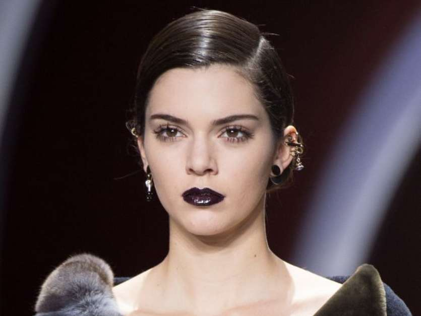 5 inspirações de maquiagens com batom escuro para testar no Halloween - Imagem 3