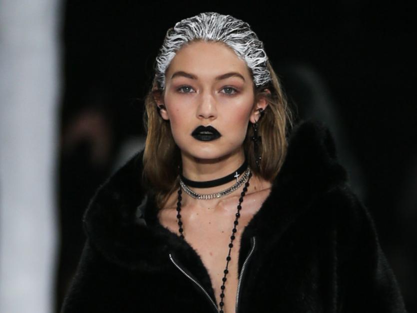 5 inspirações de maquiagens com batom escuro para testar no Halloween - Imagem 2