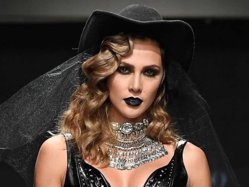5 inspirações de maquiagens com batom escuro para testar no Halloween - Imagem 1