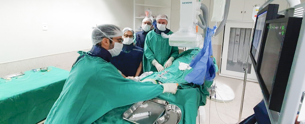 Paciente recebe implante cardíaco sem bisturi e acordado  - Imagem 1