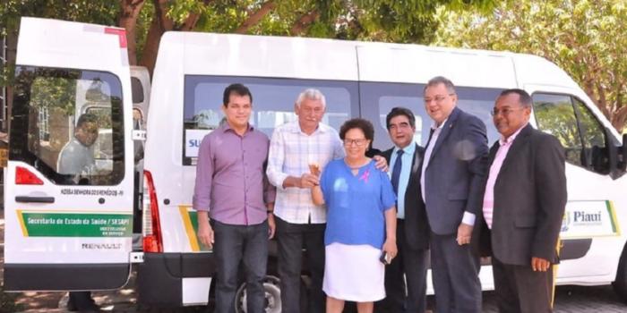 Prefeito Manoel Lázaro adquire veículo para pacientes