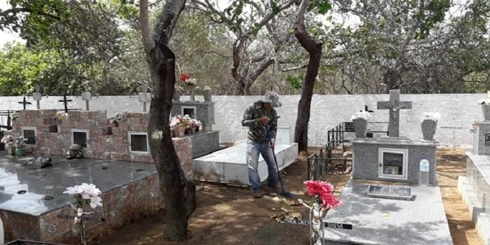 Prefeitura de Dom Expedito Lopes intensifica limpeza nos cemitérios
