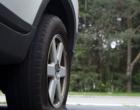 Aprenda de forma bem didática a trocar o pneu furado do carro