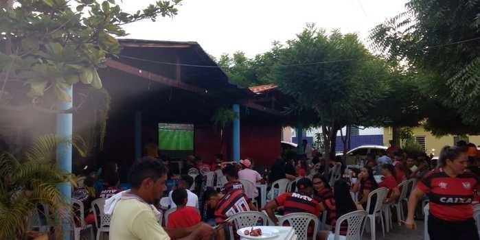 Em Monsenhor Gil torcedores se reuniram e assistiram final da Libertadores da América