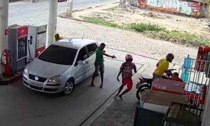 Vídeo mostra momento que assaltante é morto em posto na z.Norte de THE - Imagem 1