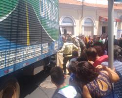 Universitário morre após ser atropelado por caminhão no Centro de THE