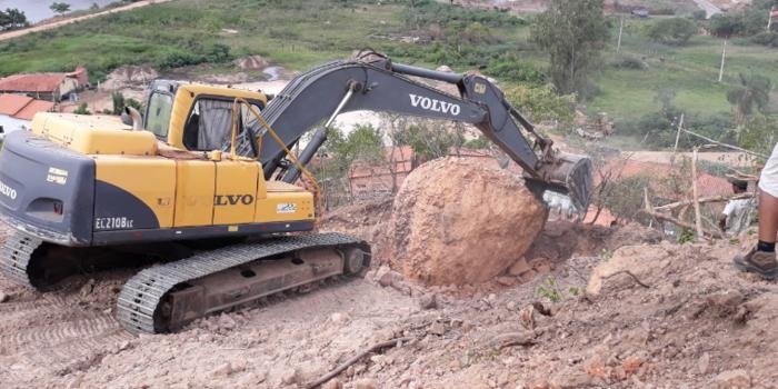 PMU remove pedra do Morro da Codipi