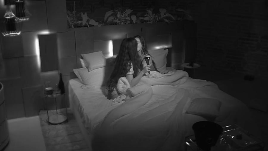 De Férias com o Ex:Duas mulheres têm noite quente na suíte pela 1° vez - Imagem 1