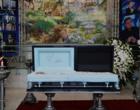 Gugu é sepultado em São Paulo; Filhos homenageiam com rosas