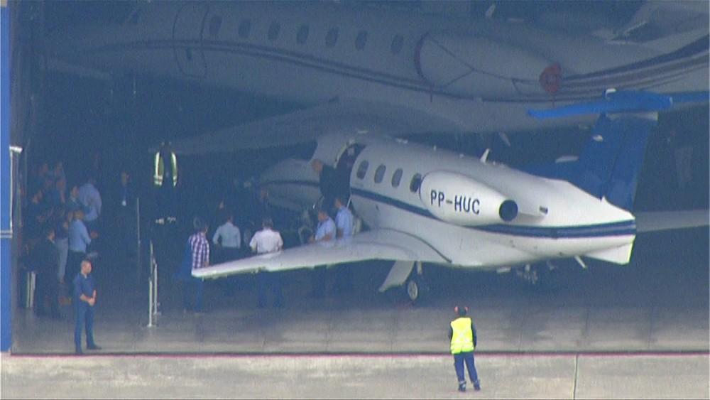 Após ser solto no PR, Lula chega a São Paulo em avião fretado - Imagem 1