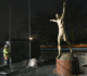 Vândalos tentam serrar pés da estátua de Ibrahimovic em novo ataque