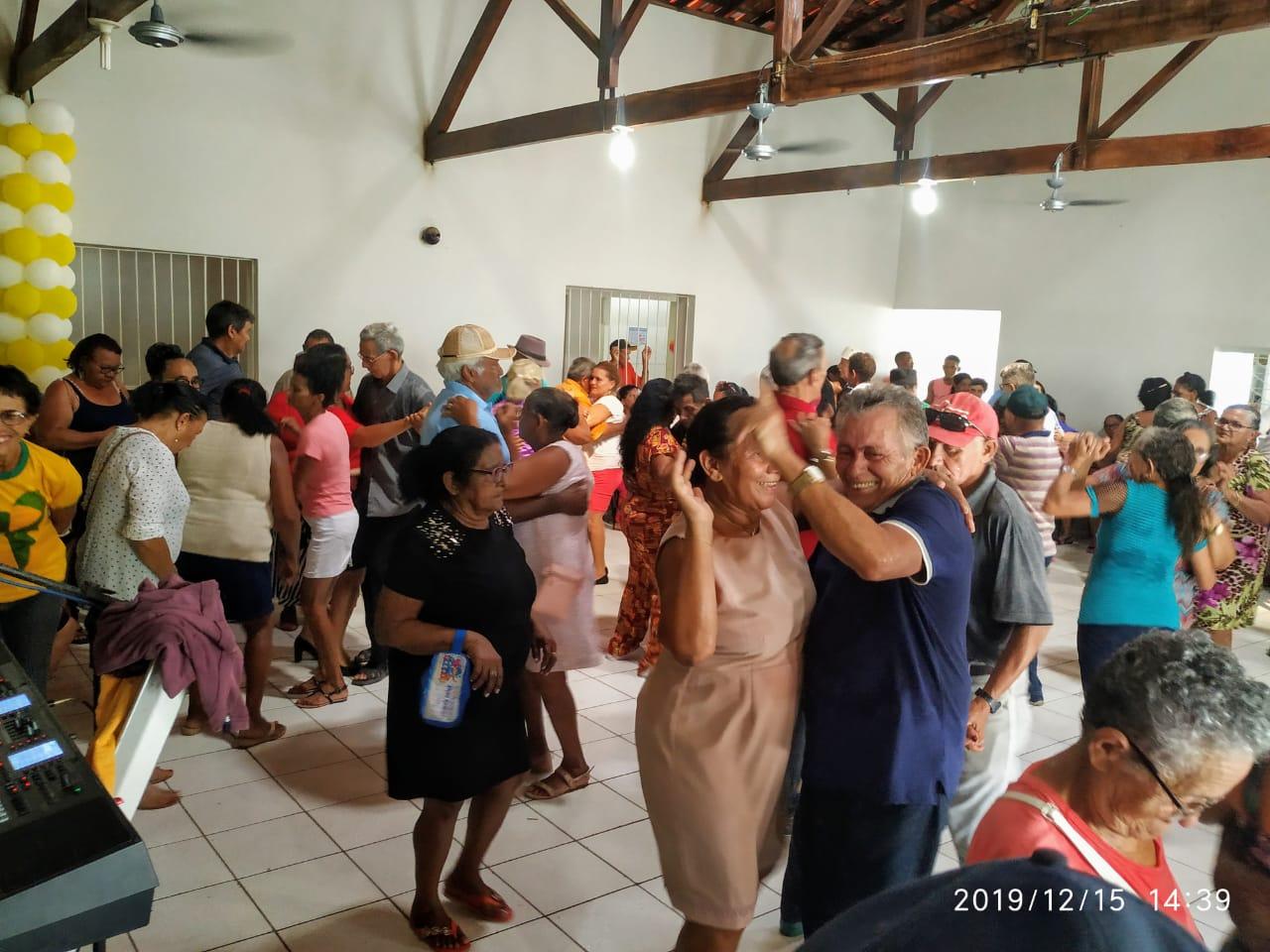 Com um grande baile prefeitura faz encerramento do tradicional Forró dos idosos em Monsenhor Gil  - Imagem 14